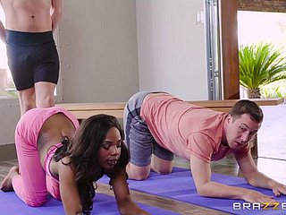 Sarah Banks Double Fucked Anent Yoga Class